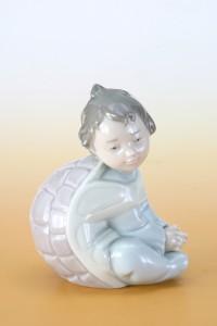 西班牙雅緻龜背男孩陶瓷模型